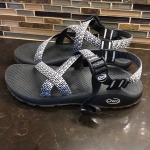 Chaco cloud black & white sandals